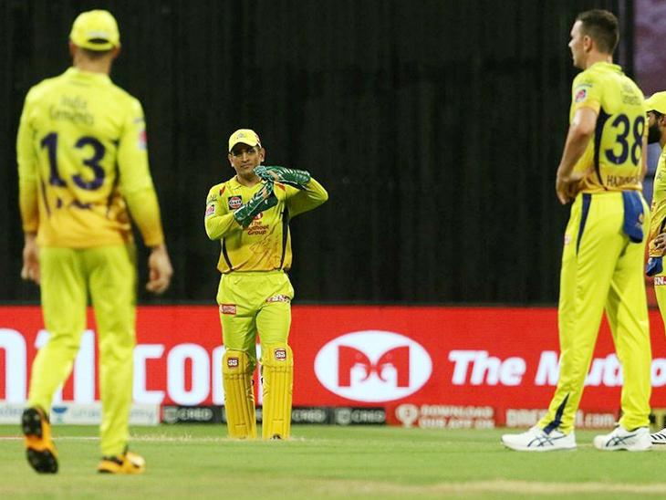 मैच में धोनी ने 2 बार रिव्यू लिया। दोनों बार टीम को सफलता नहीं मिली।