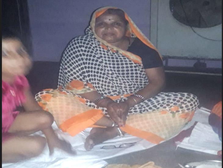 महिला त्रिवेणी मीना की रिपोर्ट कोरोना पॉजिटिव आई थी।