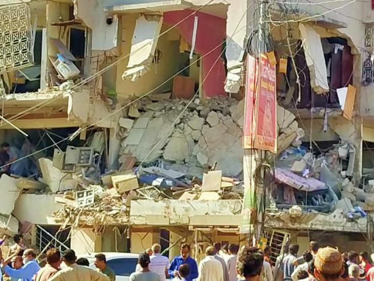 कराची की दो मंजिला इमारत में ब्लास्ट से 5 की मौत, एक ही इलाके में 24 घंटे में दूसरा धमाका - Dainik Bhaskar