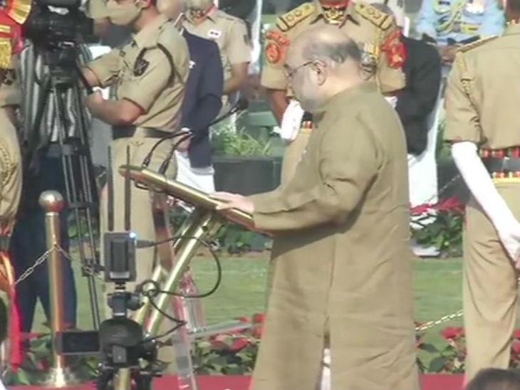 नई दिल्ली में बुधवार को पुलिस परेड को संबोधित करते गृह मंत्री अमित शाह।