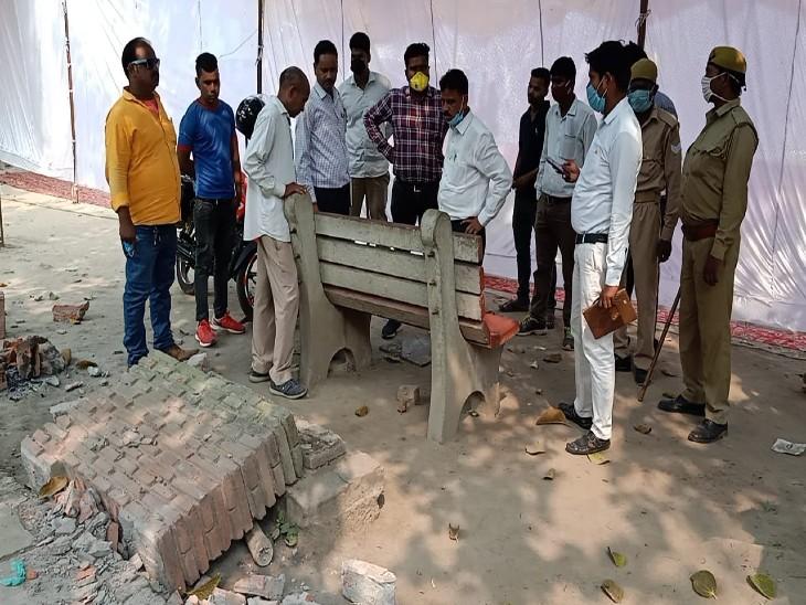 दरगाह पर मत्था टेकने गए दो साल के बच्चे की पत्थर गिरने से मौत; रात भर अस्पतालों में भटकता रहा पिता|उत्तरप्रदेश,Uttar Pradesh - Dainik Bhaskar