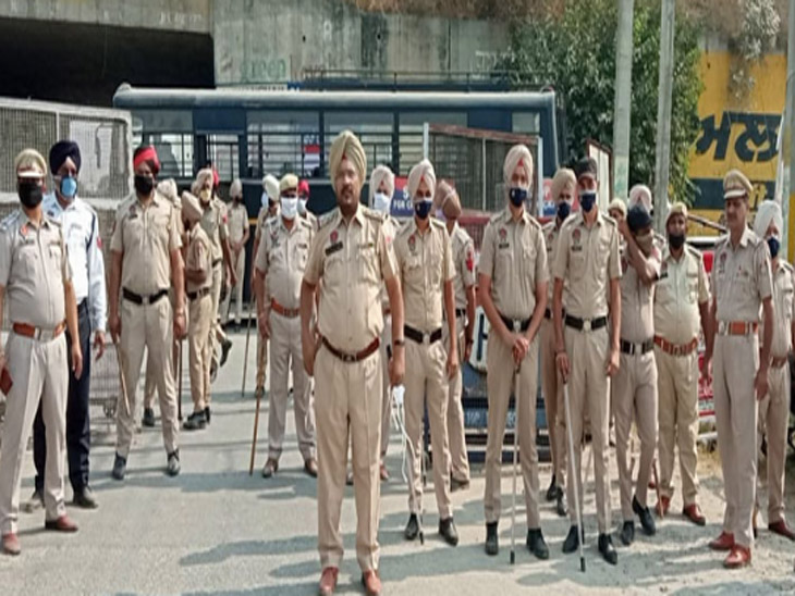 दलित इंसाफ पार्टी को लेकर पुलिस को तैनात किया गया था