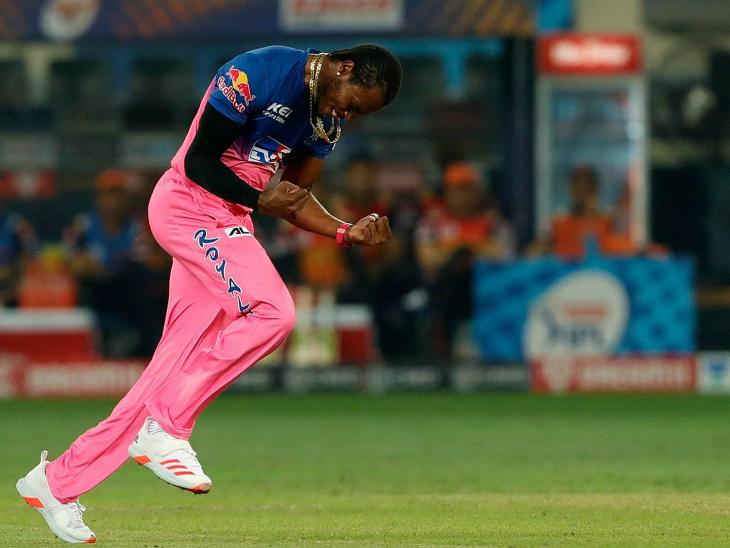 आर्चर ने अपने शुरुआती 2 ओवर में हैदराबाद के दोनों ओपनरों को आउट कर राजस्थान को अच्छी शुरुआत दिलाई।
