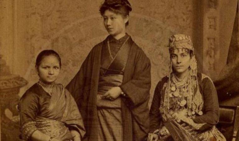 10 अक्टूबर, 1885 की इस तस्वीर में डॉ. आनंदीबाई जोशी, जापान की डॉ. केयी ओकामी और सीरिया की डॉ. तबत एम. इस्लामबूली।