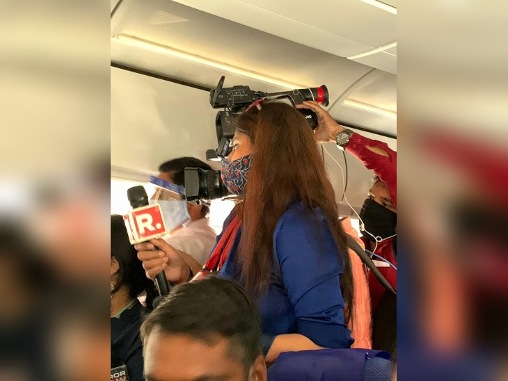 नियम उल्लंघन का आरोप अगर सही पाए जाने पर मीडियाकर्मियों पर कार्रवाई हुई है।