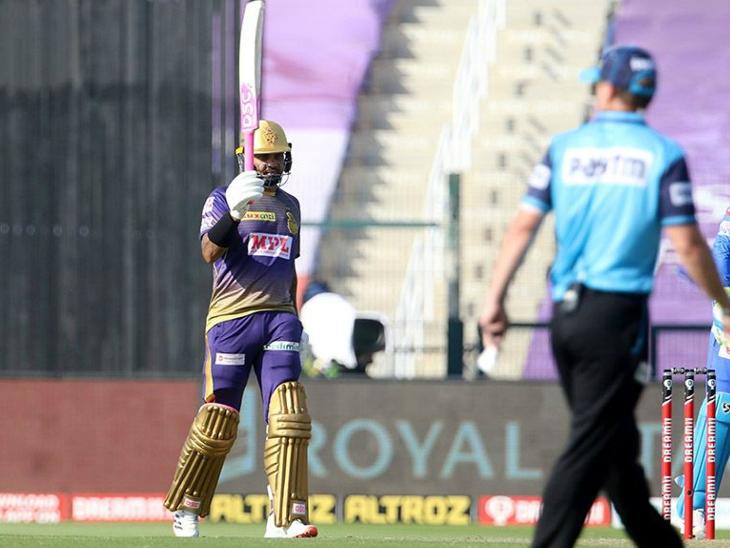 सुनील नरेन ने 32 बॉल पर 64 रन की पारी खेली। उन्होंने 6 चौके और 4 छक्के लगाए।