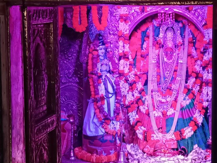 कामाख्या मंदिर में हर दूर दूर से भक्त दर्शन के लिए आते हैं।