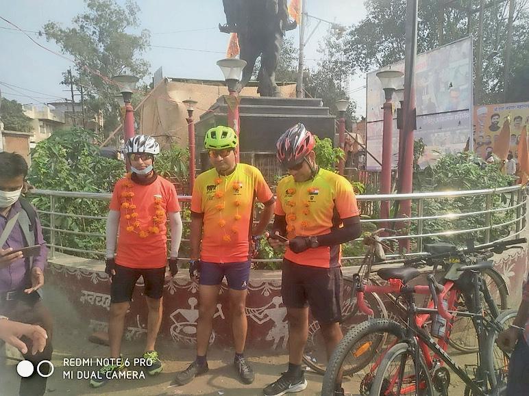 184 किमी का सफर तय कर शाहगढ़ पहुंचे तीन साइकिल सवार, अगला पड़ाव... महोबा|विदिशा,Vidisha - Dainik Bhaskar