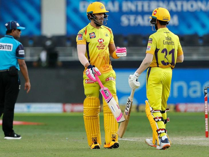 डु प्लेसिस ने गायकवाड़ के साथ चेन्नई को अच्छी शुरुआत दिलाई। वे 25 रन बनाकर आउट हुए।