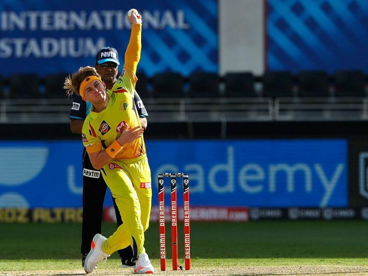 सैम करन ने 3 ओवर में 19 रन देकर 3 बल्लेबाजों को आउट किया।