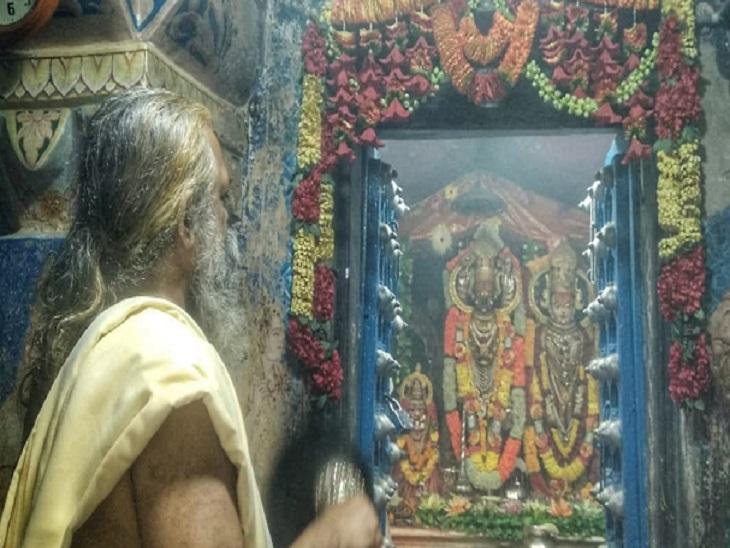 दूधाधारी मंदिर में भगवान की प्रतिमा स्थापित है। इसे सोने के आभूषणों से सजाया गया।