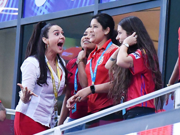 In the last 13 balls, Punjab gave up just 4 runs and sent 6 players from Hyderabad to the pavilion.  After a thrilling victory, Preeti jumped for joy.
