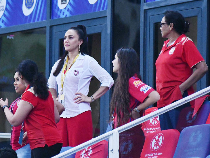 During the Hyderabad innings, Punjab's defeat looked solid until the 17th over.  Then the love of the team mistress seemed very sad.