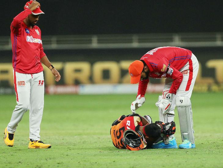 Vijay Shankar hit the helmet as the ball ran straight.  Vijay Shankar narrowly escaped due to the helmet.