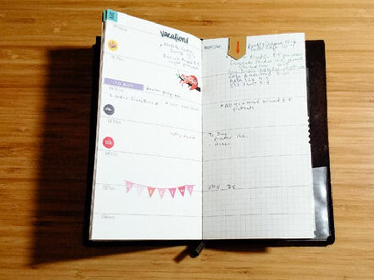 नोट्स बनाने के लिए आप बड़े-बड़े रजिस्टर के बजाए छोटे नोटबुक का इस्तेमाल कर सकते हैं। इससे आपके नोट्स ऑर्गनाइज ढंग से एक जगह ही मिल जाया करेंगे।