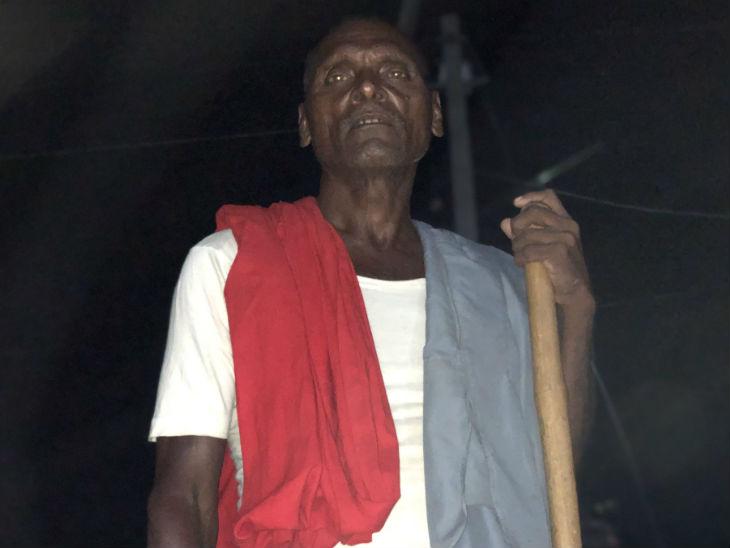 गांव के लोगों का कहना है कि यहां कुछ काम नहीं हुआ है। न सड़क है न पानी। बिजली के लिए भी इन्हें खुद पैसा खर्च करना पड़ा था।