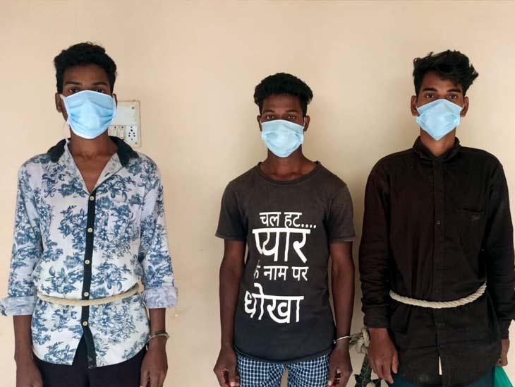 गोलियों के साथ तीन पीएलएफआई नक्सली गिरफ्तार, रंगदारी वसूली की सूचना पर की गई कार्रवाई|खूंटी,Khuti - Dainik Bhaskar