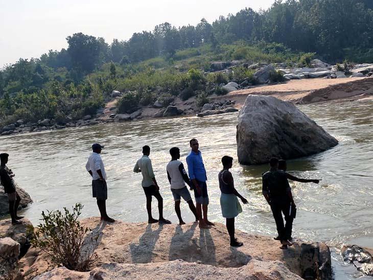 बाघमुंडा फॉल में डूबने से दो सगे भाइयोंकी मौत, एक की तलाश जारी; पिकनिक मनाने पहुंचे थे सभी|गुमला,Gumla - Dainik Bhaskar