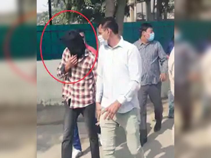एक ओर पीड़ित परिवार रोड जाम करने चला था, वहीं घंटों की मशक्कत के बाद पुलिस ने मुख्य आरोपी तौसिफ को नूह से गिरफ्तार कर लिया था। बावजूद इसके रोष प्रदर्शन शुरू हुआ। लोग दूसरे साथी की गिरफ्तारी और प्रॉपर कार्रवाई की मांग पर अड़े थे।