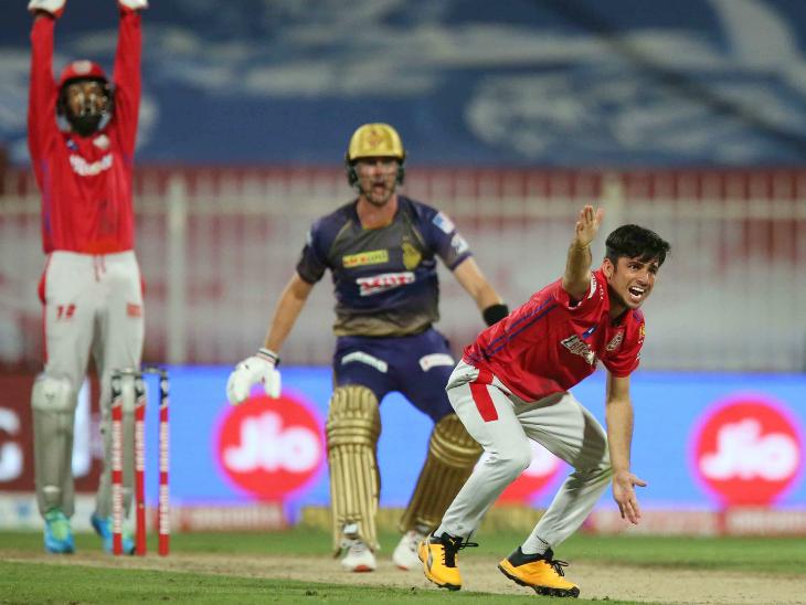पंजाब के रवि बिश्नोई ने 4 ओवर में 20 रन देकर 2 विकेट लिए। इस दौरान उन्होंने एक मेडन ओवर भी डाला।