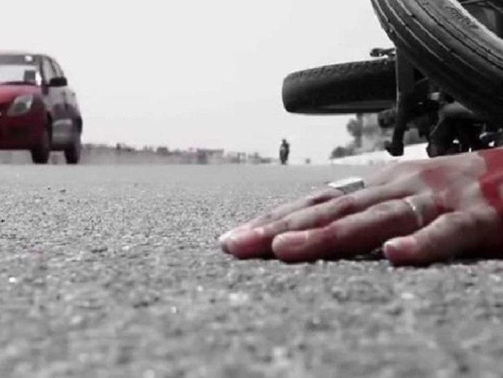 सड़क किनारे खड़े ट्रक में स्कूटी सवार ने पीछे से मारी टक्कर; एक की मौत, दूसरा रिम्स रेफर|गुमला,Gumla - Dainik Bhaskar