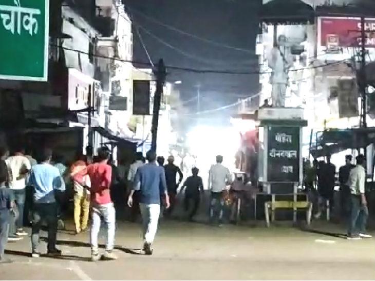 मुंगेर में विसर्जन के दौरान पुलिस पर भीड़ ने की फायरिंग, एक व्यक्ति की मौत; 20 पुलिसवाले घायल|बिहार,Bihar - Dainik Bhaskar