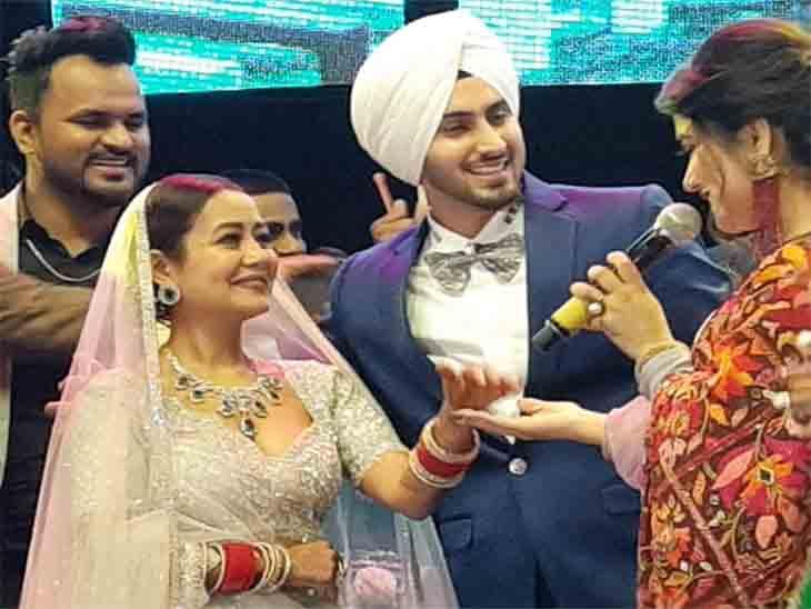 रिसेप्शन के दौरान पंजाबी गायकों ने कई गीत गाए