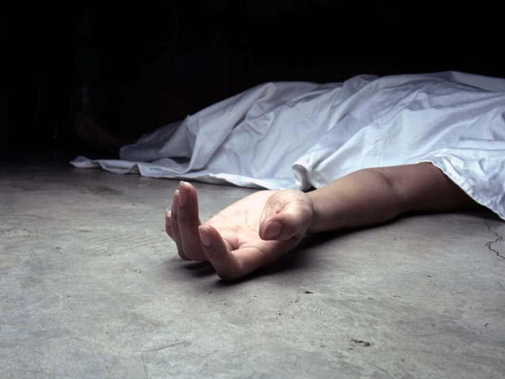चंदवा में पेड़ से लटकी मिली लड़की की लाश, हत्या की आशंका चंदवा,Chandwa - Dainik Bhaskar