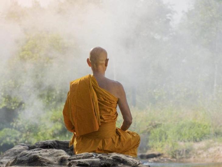 चलते सैकड़ों हैं, लेकिन मोह, लालच और प्रलोभन की वजह से लक्ष्य तक एक ही बड़ी मुश्किल से पहुंचता है|धर्म,Dharm - Dainik Bhaskar