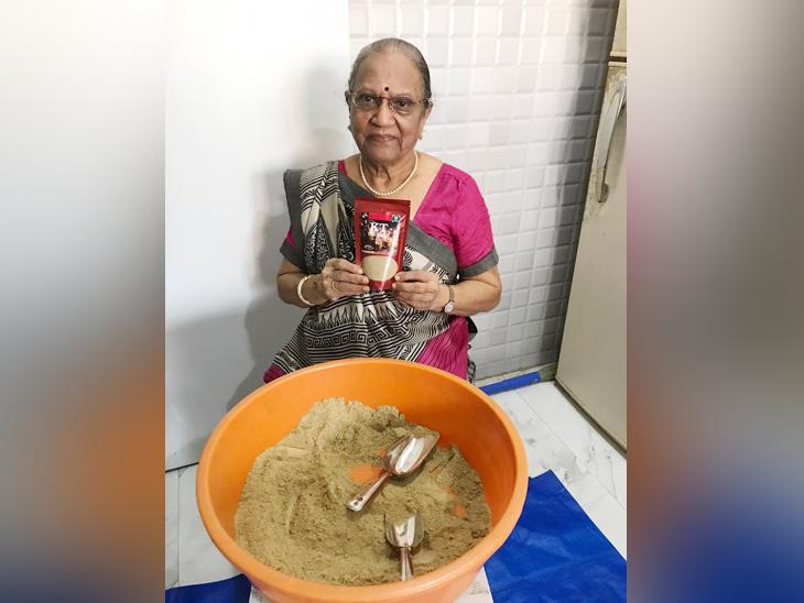 कोकिला पारेख सालों से चाय मसाला बनाती आ रही हैं, लेकिन पहले उन्होंने कभी इसे कमर्शियल तौर पर लॉन्च करने का नहीं सोचा था।