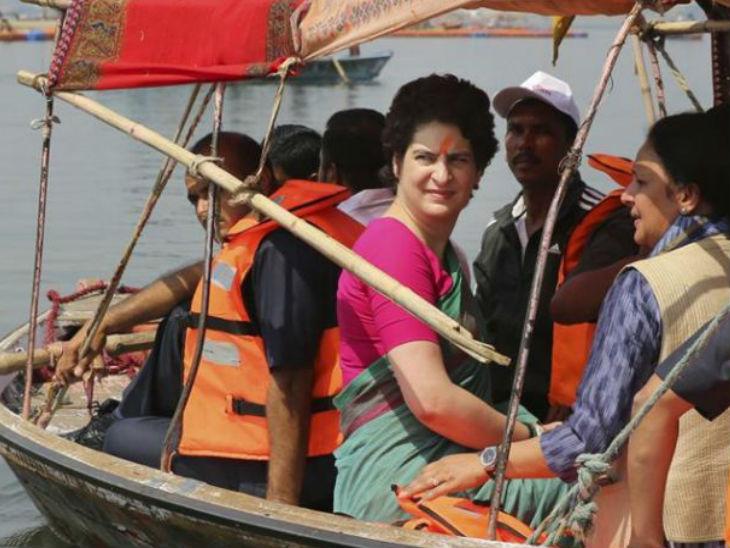 यह फोटो वाराणसी की है। पिछले साल प्रियंका गांधी ने गंगा यात्रा की थी, तब उन्होंने काशी के बुनकरों से भी मुलाकात की थी। - Dainik Bhaskar