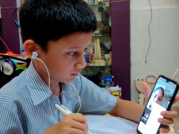 देश के 60 फीसदी से ज्यादा स्कूली बच्चों की स्मार्टफोन्स तक पहुंच, बीते दो साल में 36.5 फीसदी से बढ़कर 61.8 फीसदी हुआ आंकड़ा करिअर,Career - Dainik Bhaskar