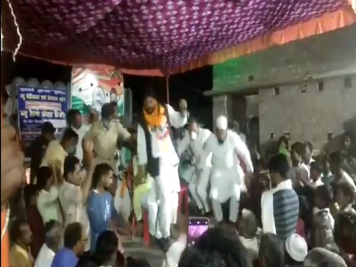 बिहार विधानसभा चुनाव: कांग्रेस कैंडिडेट बोल रहे थे- लोग जानते हैं, किसे और कब गिराना है; तभी मंच टूट गया