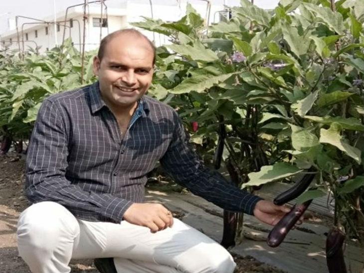 अभिषेक ने 2011 में खेती शुरू की। उनके साथ देश के 2 लाख से ज्यादा किसान जुड़े हैं।