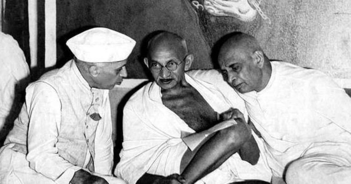महात्मा गांधी और जवाहरलाल नेहरू के साथ सरदार पटेल।