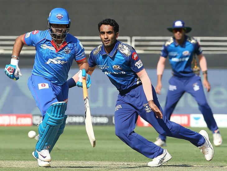 मुंबई में हार्दिक पंड्या की जगह जयंत यादव को प्लेइंग इलेवन में मौका दिया गया। उन्होंने 3 ओवर में 18 रन दिए।