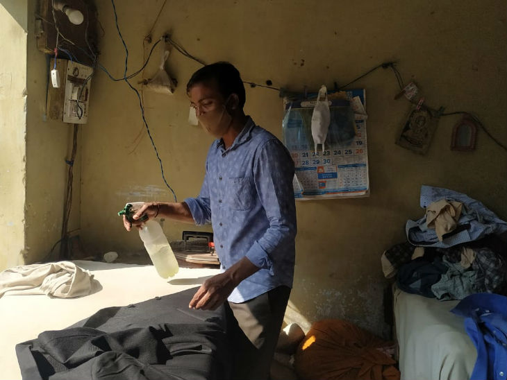 बिहार के रहने वाले सुमन और उनका परिवार पिछले कई वर्षों से ड्राई क्लीन का काम करता है। वे इस नए कानून से खुश हैं।