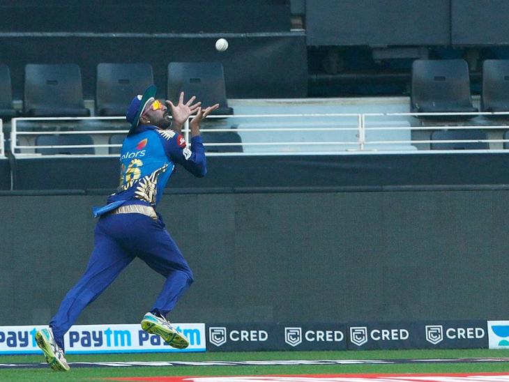 मैच के दौरान क्रुणाल पंड्या ने हेटमायर का शानदार कैच पकड़ा।