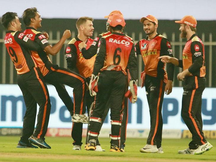 बेंगलुरु ने हैदराबाद को 121 रन का टारगेट दिया, संदीप और होल्डर को 2-2 विकेट