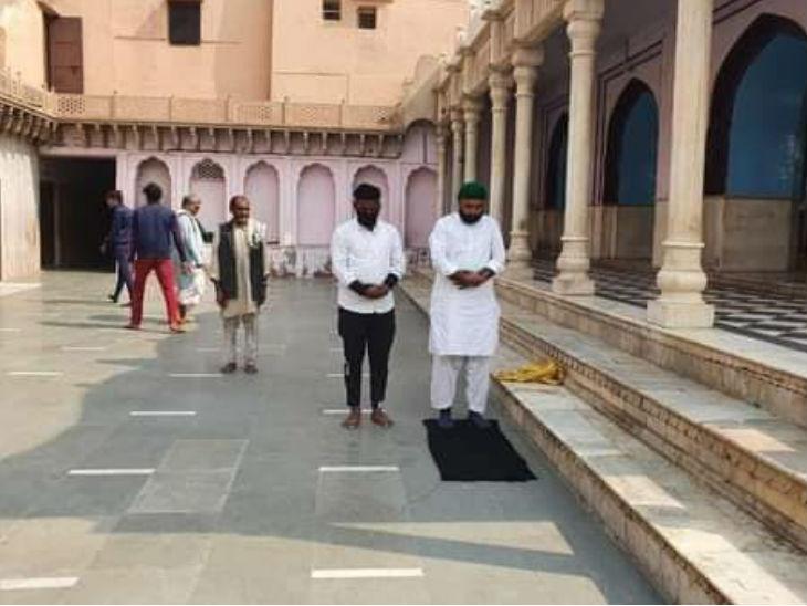 Mathura Nandababa Temple Namaz Update; (FIR) Against Four Persons | मथुरा के नंदबाबा मंदिर में 2 मुस्लिमों ने नमाज पढ़ी, 4 पर FIR; मंदिर गंगाजल से शुद्ध किया गया