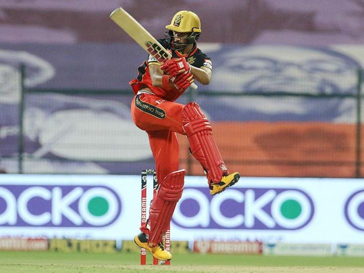 देवदत्त पडिक्कल ने सीजन में अपनी 5वीं फिफ्टी लगाई। डेब्यू सीजन में ऐसा करने वाले पहले अनकैप्ड भारतीय खिलाड़ी हैं।