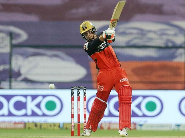 रॉयल चैलेंजर्स बेंगलुरु के ओपनर जोश फिलिप सिर्फ 12 रन ही बना पाए।