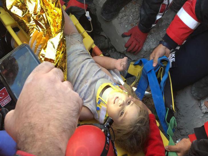 आयदा को थर्मल ब्लैंकेट में लपेटकर अस्पताल ले जाया गया।
