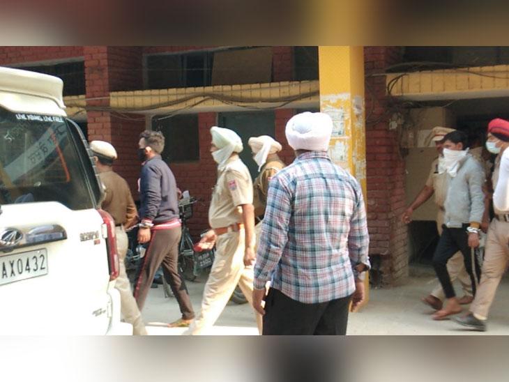 अपहरण के बाद मर्डर के आरोपियों को कोर्ट में लेकर पहुंची पुलिस।