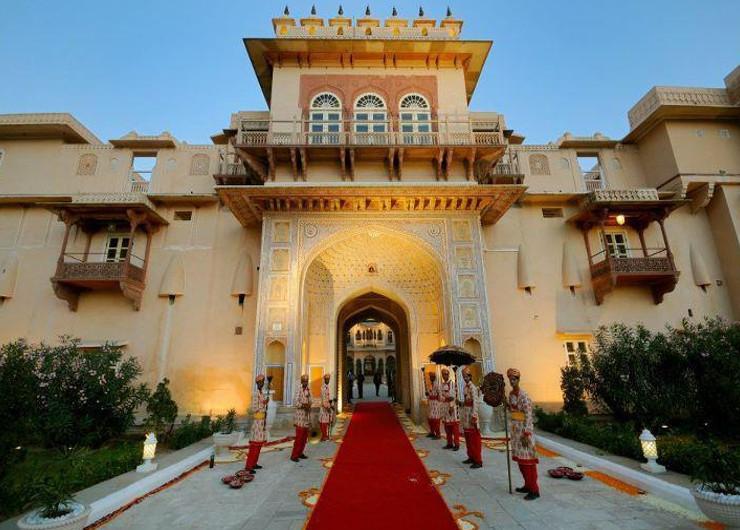 होटल चौमूं पैलेस, यहां भाजपा ग्रेटर के 150 उम्मीदवारों को 2 नवंबर को शिफ्ट कर दिया गया था। यह एक हैरिटेज होटल है। जिसका एक रूम का किराया करीब 5500 रुपए है। - Dainik Bhaskar