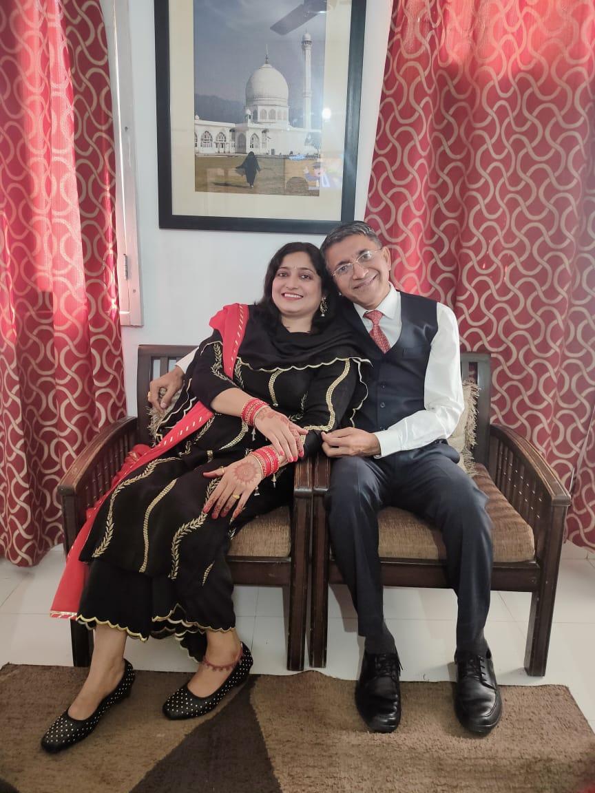 करवा चौथ पर पत्नी तो कथा सुनके दूथ या चाय पी लेती है, लेकिन पति चांद देखकर ही व्रत खोलता है चंडीगढ़,Chandigarh - Dainik Bhaskar