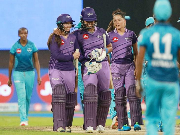 वेलोसिटी की सुने लूस (बाएं) ने 21 बॉल पर नाबाद 37 रन की पारी खेली। उन्हें प्लेयर ऑफ द मैच चुना गया। - Dainik Bhaskar