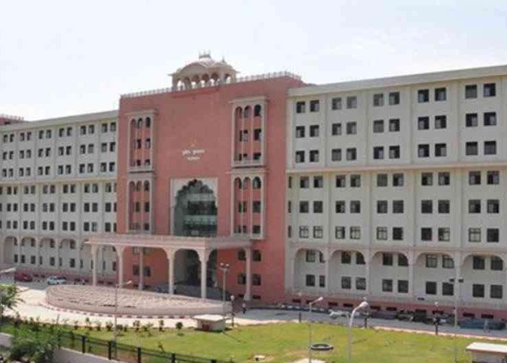 पुलिस प्लानिंग एंड वेलफेयर विभाग ने राजस्थान पुलिस मुख्यालय में फोन नंबर 0141-2821500 पर हेल्पलाइन शुरू की है। - Dainik Bhaskar