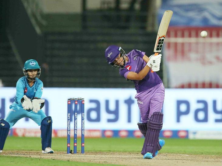 सुषमा वर्मा ने 33 बॉल पर 2 छक्कों की मदद से 34 रन बनाए। पूनम यादव ने उन्हें कैच आउट कराया।