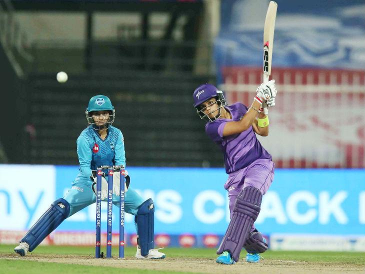 वेदा कृष्णमूर्ति ने 28 बॉल पर 4 चौके की मदद से 29 रन बनाए।
